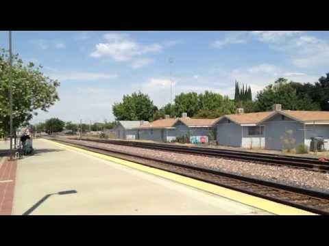 豪快なアメリカの貨物列車width=190